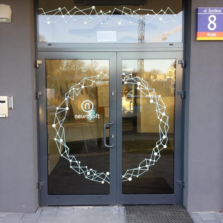 Oklejanie drzwi wejściowych godziny otwarcia